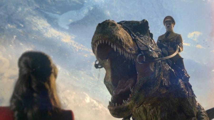 """Hitler cavalgando de Tiranossauro rex? Aconteceu em """"Iron Sky 2"""" - Reprodução"""