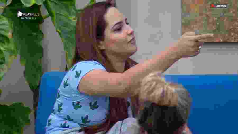 Perlla conversa com Gabi Prado e Luane Dias  - Reprodução/PlayPlus