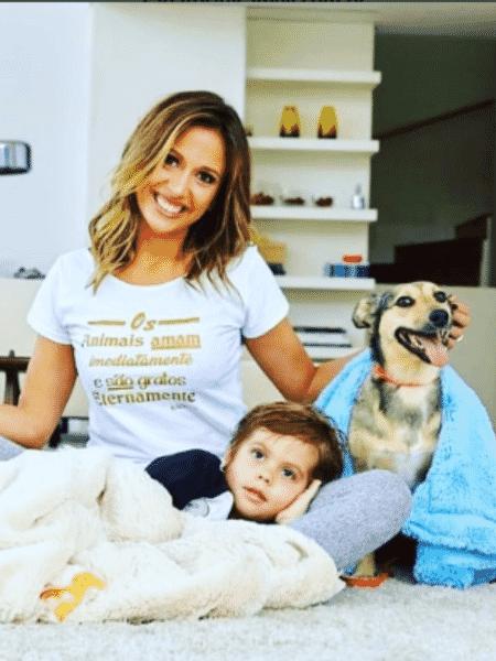 Luisa Mell com o filho, Enzo, e seus cães - Reprodução/Instagram