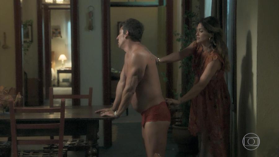 Rita de Cássia (Flávia Alessandra) e Machado (Milhem Cortaz) em cena da novela das 21h - Reprodução/Tv Globo