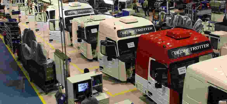 Fábrica da Volvo Caminhões Curitiba - Hedeson Alves/Gazeta/Folhapress