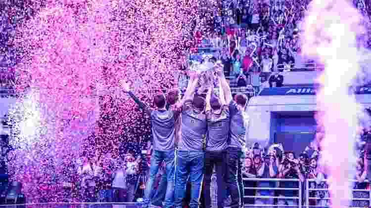 Em 2015, no Allianz Parque, em São Paulo, a paiN comemora o título que daria início à jornada para o Mundial - Riot Games/Divulgação