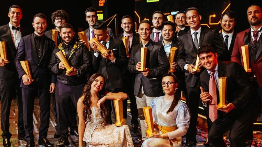 Gamers que venceram o Prêmio eSports Brasil 2019 posam para foto - Nelson Born/Duivulgação