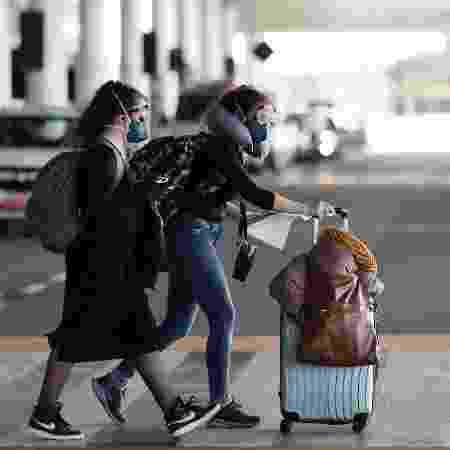 Turistas desembarcam no aeroporto de Guarulhos, em São Paulo - ROOSEVELT CASSIO/REUTERS
