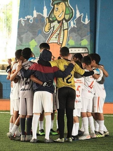 Crianças reunidas na escolinha comunitária Arena Bela Vista em foto do início de 2020 - Arena Bela Vista