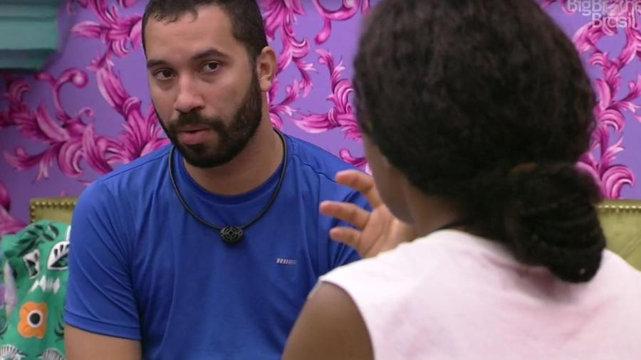 BBB 21: Gil conversa com Lumena - Reprodução/ Globoplay