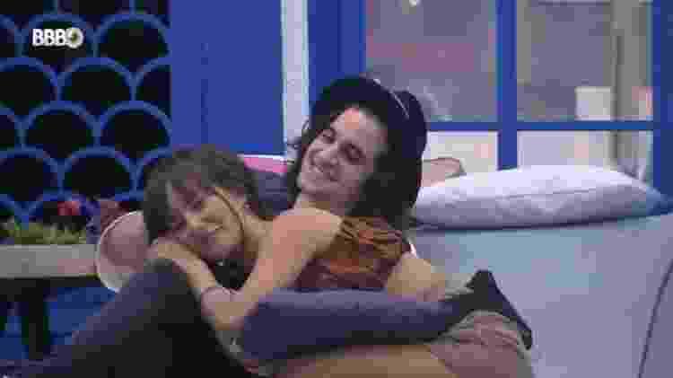 BBB 21: Fiuk faz carinho em Thaís - Reprodução/Globoplay - Reprodução/Globoplay