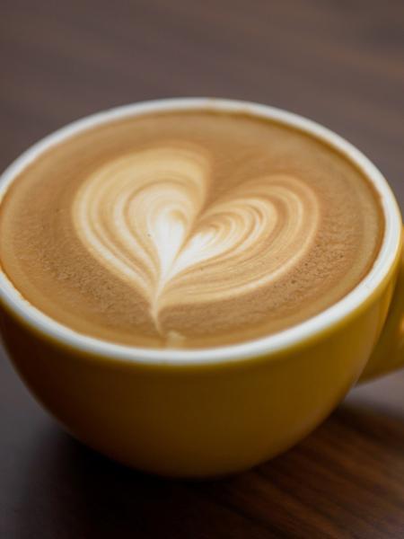 Como fazer coração em cima do café - Getty Images/iStockphoto