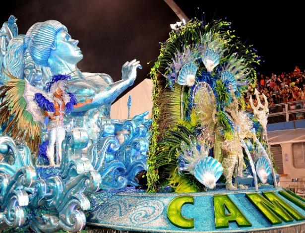 8.fev.2016 - Carro abre-alas da Camisa Verde e Branco, que em 2016 traz a magia africana em seu samba-enredo