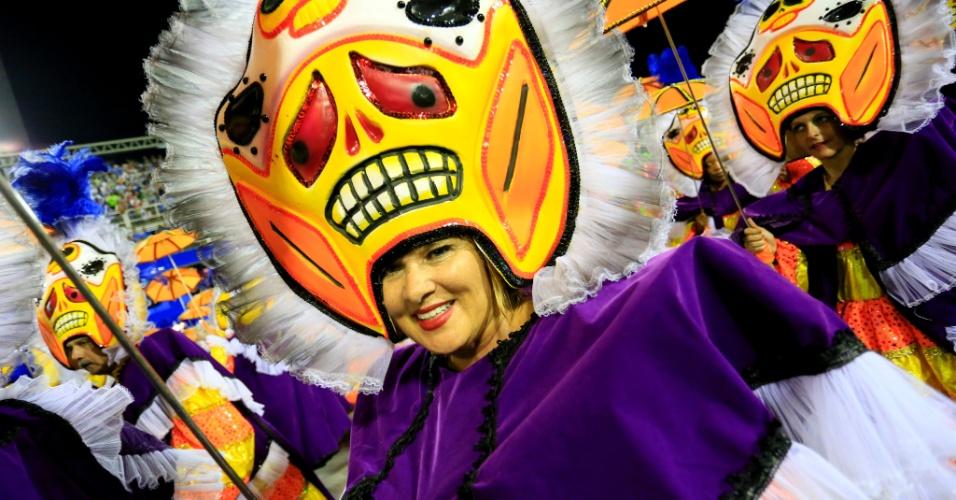 9.fev.2016 - Ala representa os Clóvis, grupos de palhaços de blocos de carnaval de rua do Rio de Janeiro