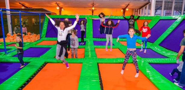 Arena Jump, instalada no Shopping Estação, tem uma área de 140 metros quadrados e conta com 30 trampolins - Divulgação/ Priscilla Fiedler