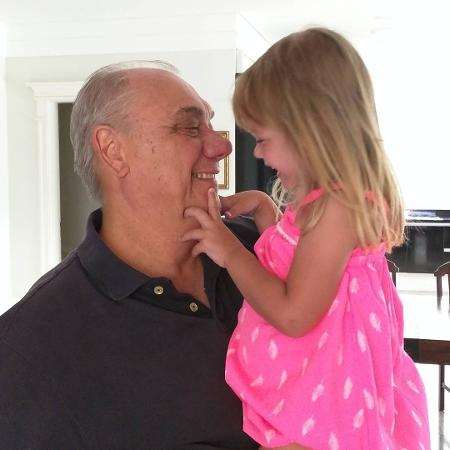 Marcelo Rezende com a neta em foto antiga publicada pelo filho do jornalista - Reprodução/Instagram