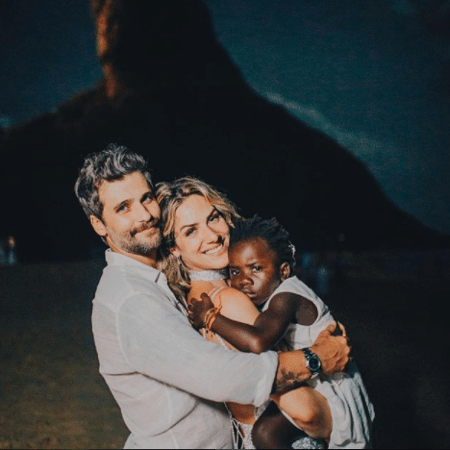 Bruno Gagliasso com Giovanna Ewbank e Titi - Reprodução/Instagram/brunogagliasso