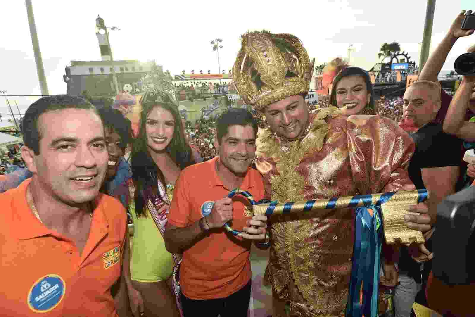 Prefeito de Salvador, ACM Neto entrega a chava da cidade para o Rei Momo - Max HaacK/Secom/Prefeitura de Salvador