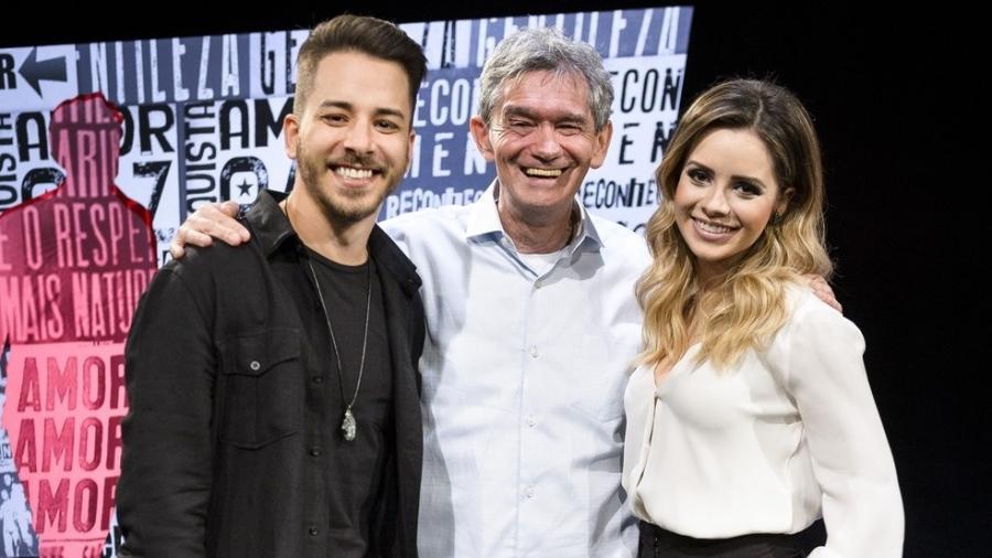 Sandy e Junior no Altas Horas, com Serginho Groisman - Divulgação/TV Globo