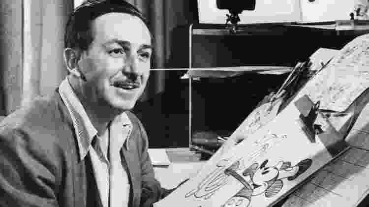 Walt Disney com sua criação, o Mickey Mouse - Divulgação - Divulgação