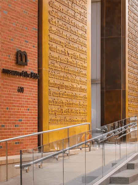 Entrada do Museu da Bíblia em Washington (EUA) - Reprodução
