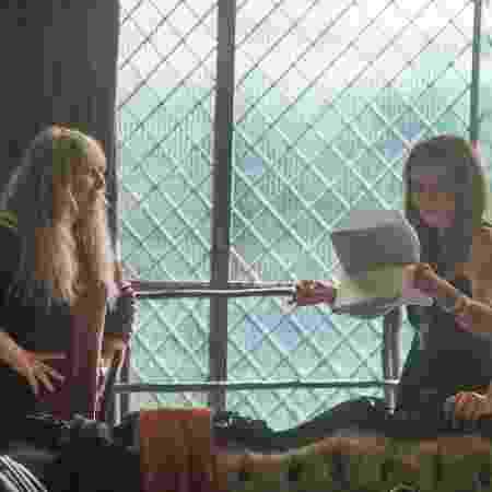 Renata passa textos antes da gravação das primeiras cenas com Adriana Esteves  - Divulgação/TV Globo - Divulgação/TV Globo