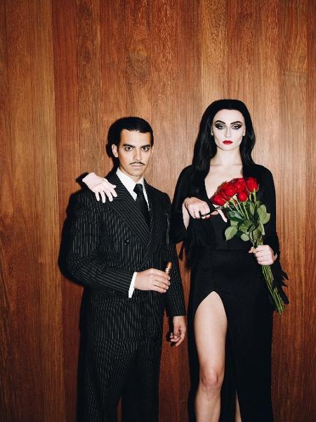 Joe Jonas e Sophie Turner se transformaram em Gomez e Morticia Addams para o Halloween 2018 - Reprodução/Instagram/sophiet