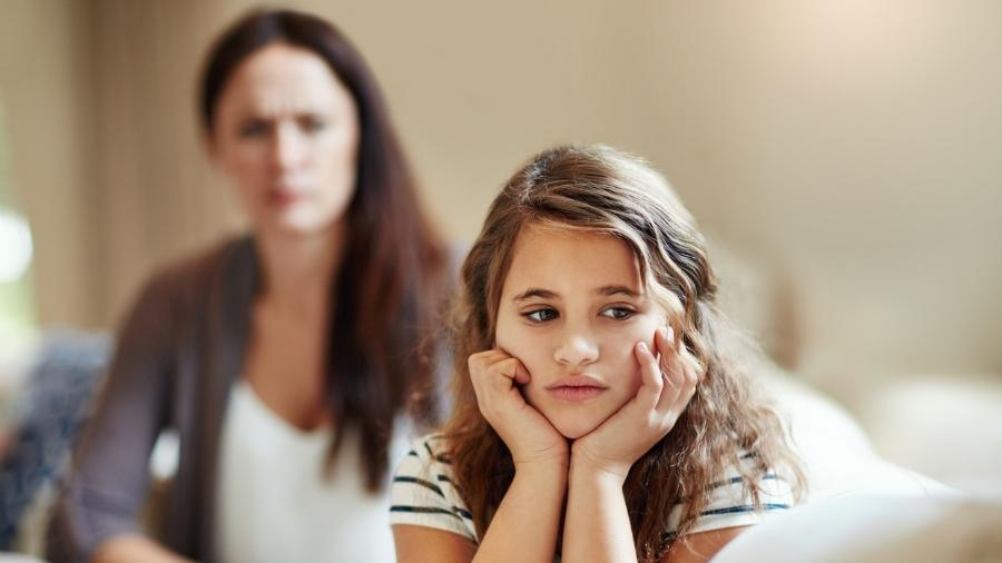 A neuropsicóloga Carla Salcedo explica que, nesses relacionamentos abusivos, a mãe acaba depositando em um dos filhos toda a frustração e as cargas negativas acumuladas durante a vida - iStock