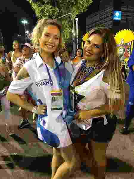Solange Gomes com a filha Stephanie na Sapucaí - Monique Arruda / UOL