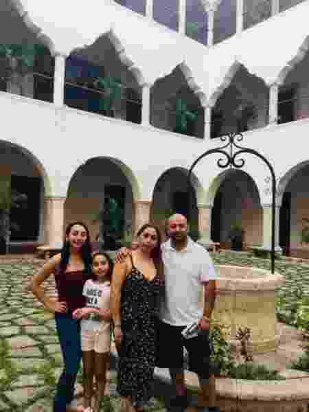 Alejandra Juarez com a família: separada da filha mais velha - Arquivo Pessoal