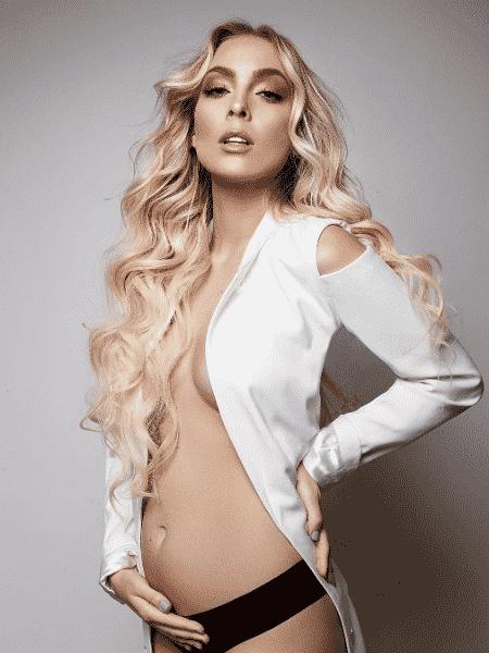 Tata Estaniecki mostra barriga de grávida pela 1ª vez - Reprodução/Instagram