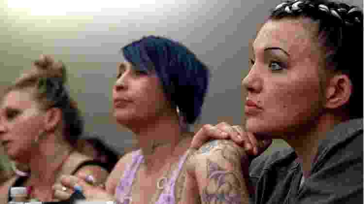 Mulheres na corte que julga casos de tráfico de pessoas - BBC/Brian Caiazza - BBC/Brian Caiazza