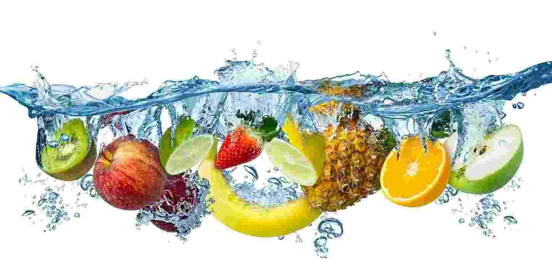 Frutas na água - iStock