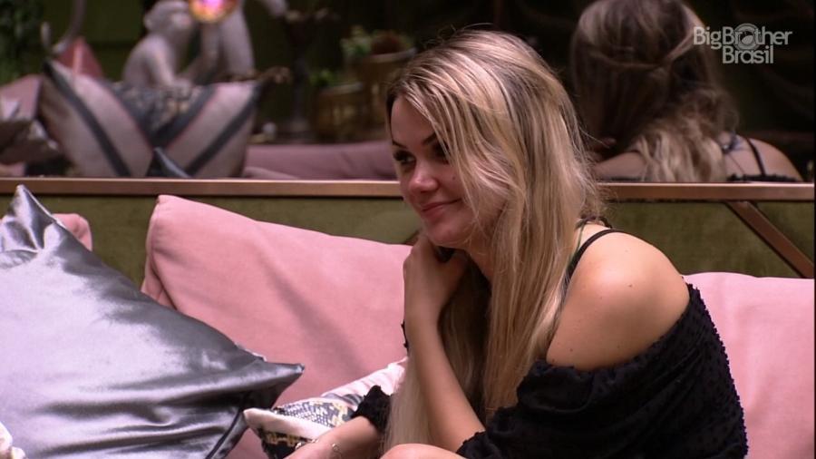 Marcela conversa com Lucas durante festa - Reprodução/Globoplay