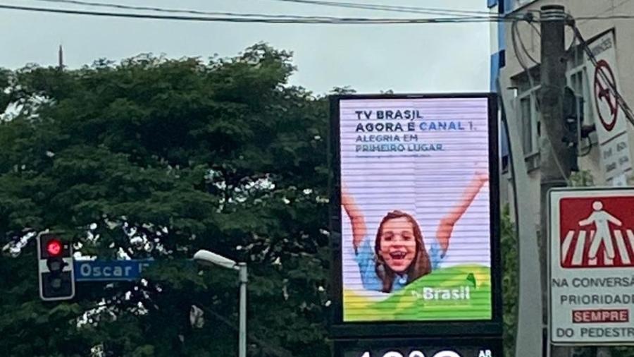 Propaganda nas ruas de SP informando sobre a mudança de número digital da TV Brasil - Arquivo Pessoal