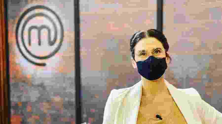 Paola Carosella com máscara na bancada do programa da Band - Reprodução/Instagram