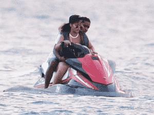 Rihanna e A$AP Rocky curtindo passeio - Backgrid - Backgrid