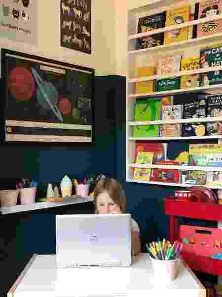 Clara no ambiente reservado para estudo e jogos - Arquivo Pessoal - Arquivo Pessoal