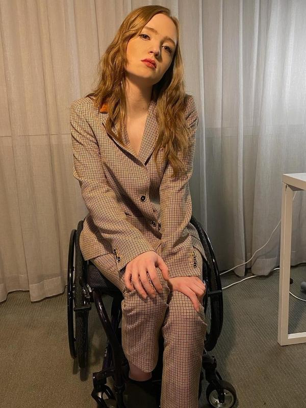 """Kiera Allen, estrela de """"Fuja"""", é cadeirante na vida real"""