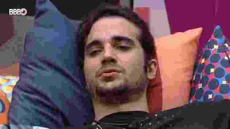 BBB 21: Fiuk cai no choro durante festa - Reprodução/Globoplay - Reprodução/Globoplay