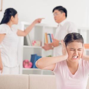 Brigas fazem a criança sentir que tem de tomar partido do pai ou da mãe - Getty Images