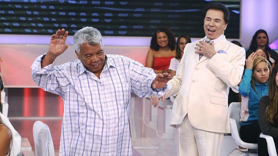 Silvio Santos e Roque no meio do auditório de seu programa no SBT - Divulgação/SBT
