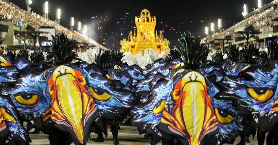 """9.fev.2016 - O samba-enredo da Portela, """"No Voo da Águia, Uma Viagem Sem Fim"""", mostrou a trajetória da humanidade"""
