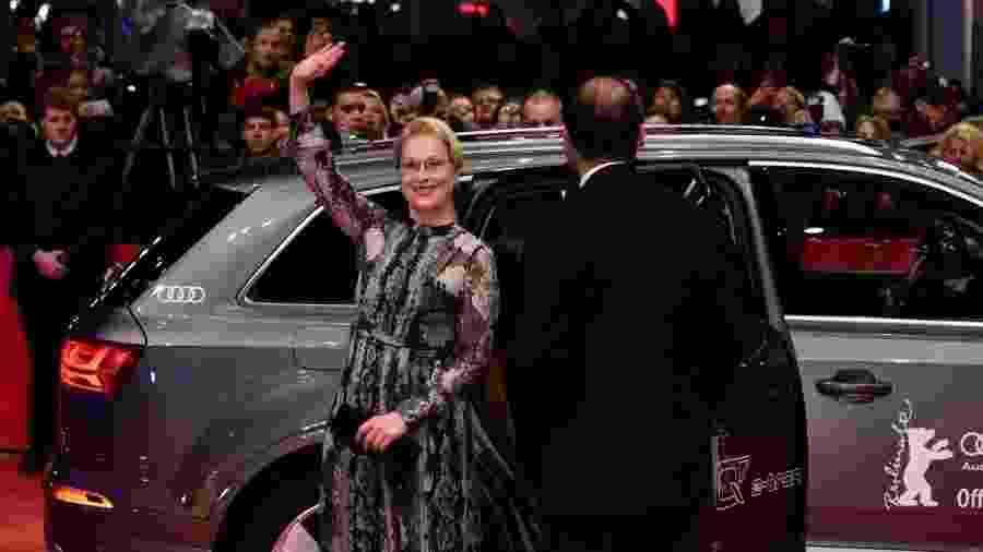 11.fev.2016 - Meryl Streep, presidente do júri internacional, chega ao tapete vermelho durante a abertura do Festival de Berlim. - John Macdougall/AFP