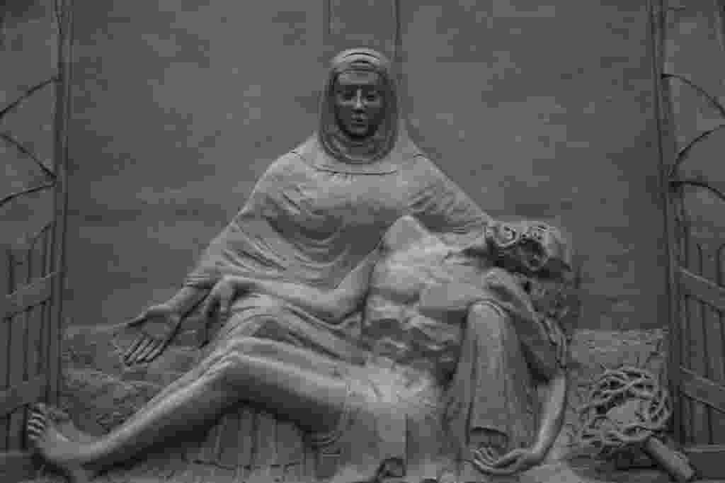 Obra Pietá, de João Turin - Maringas Maciel