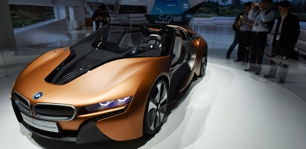 BMW i Vision Future Interaction antecipa o que carro do futuro da BMW será: elétrico, com direção autônoma, interatividade, design leve e interior novo - Stringer/Reuters