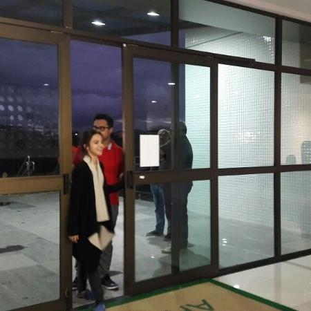 Namorada de Fábio Assunção, Pally Siqueira, foi quem buscou o dinheiro do pagamento da multa para liberar o ator da prisão - Aliny Gama/UOL
