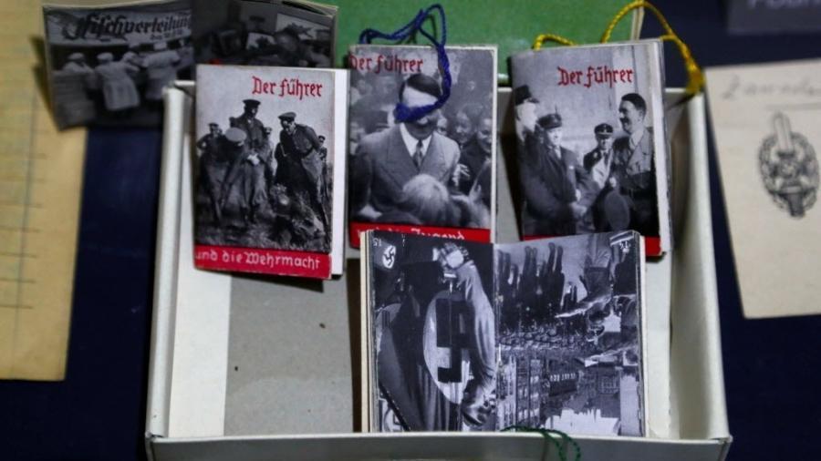 Objetos nazista que compõem a exibição  - Fabrizio Bensch/Reuters