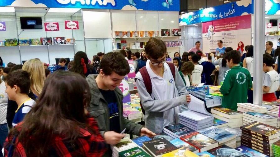 Adolescentes comparecem à Bienal do Rio - Reprodução/Facebook