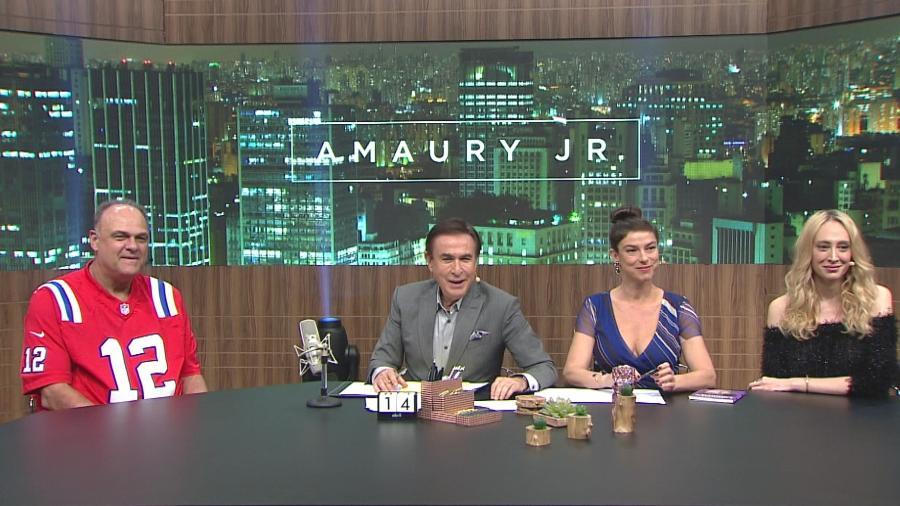 """Oscar Schmidt, ao lado de Maria Paula, Amaury Junior e Talytha Pugliesi no quadro """"Deu o que Falar"""" - Band/Divulgação"""