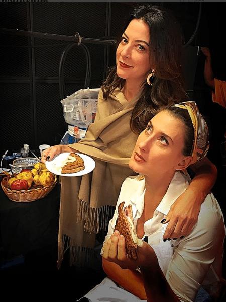 """Ana Paula Padrão e Paola Carosella comem sanduíche no intervalo das gravações de """"MasterChef"""" - Reprodução/Instagram"""