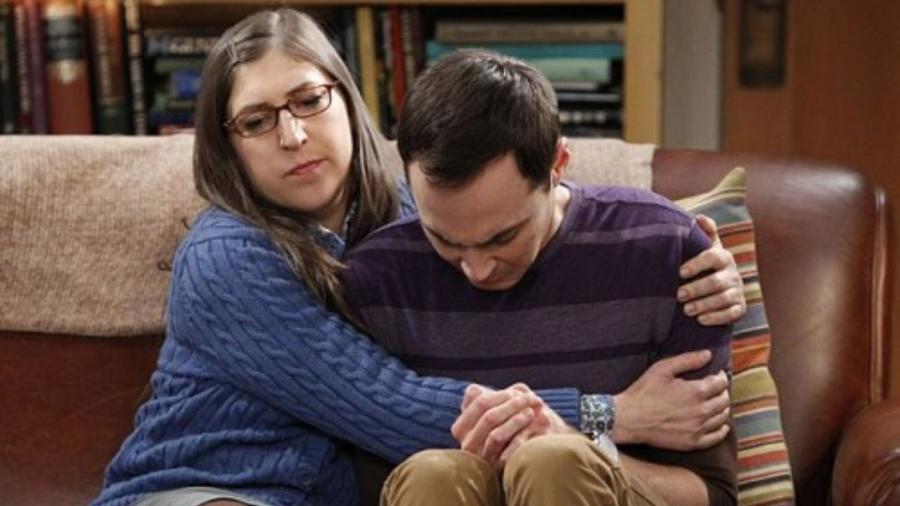 """Amy (Mayim Bialik) e Sheldon (Jim Parsons) em cena de """"The Big Bang Theory"""" - Reprodução"""