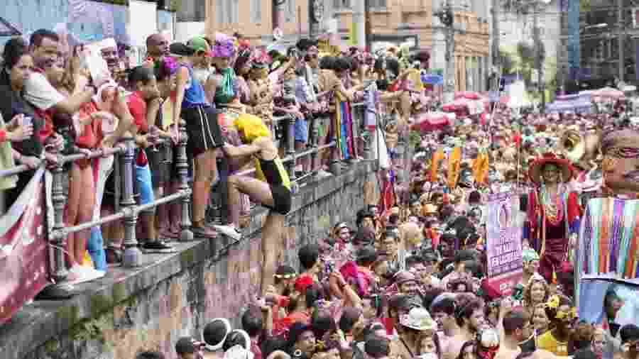 Foliões aproveitam o bloco Céu na Terra no bairro de Santa Teresa, no Rio - Ricardo Borges/UOL
