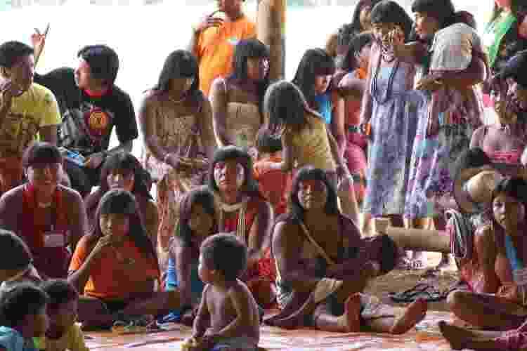 Encontro de Mulheres Xinguanas sobre saúde dos adolescentes no Pólo Base Pavuru, DSEI Xingu, em 2008 - Acervo do Projeto Xingu/UNIFESP - Acervo do Projeto Xingu/UNIFESP